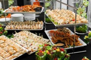 photodune-10922500-banquet-table-xs